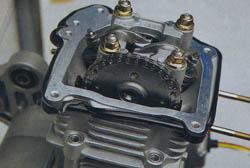 Теперь нужно проверить регулировку клапанов и прикрутить крышку головки цилиндра
